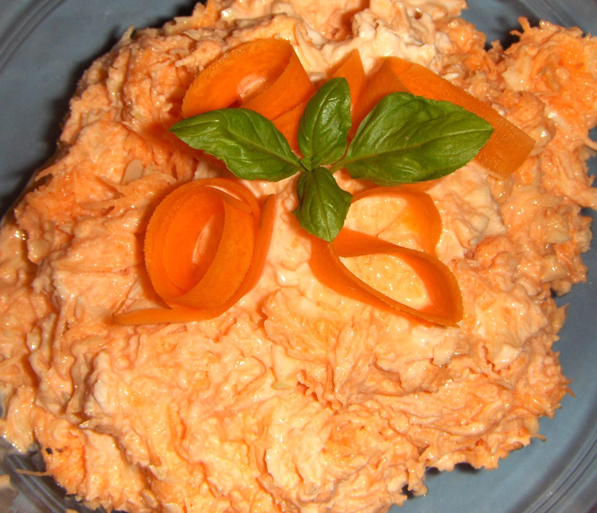 Gulerods- og hvidkålssalat