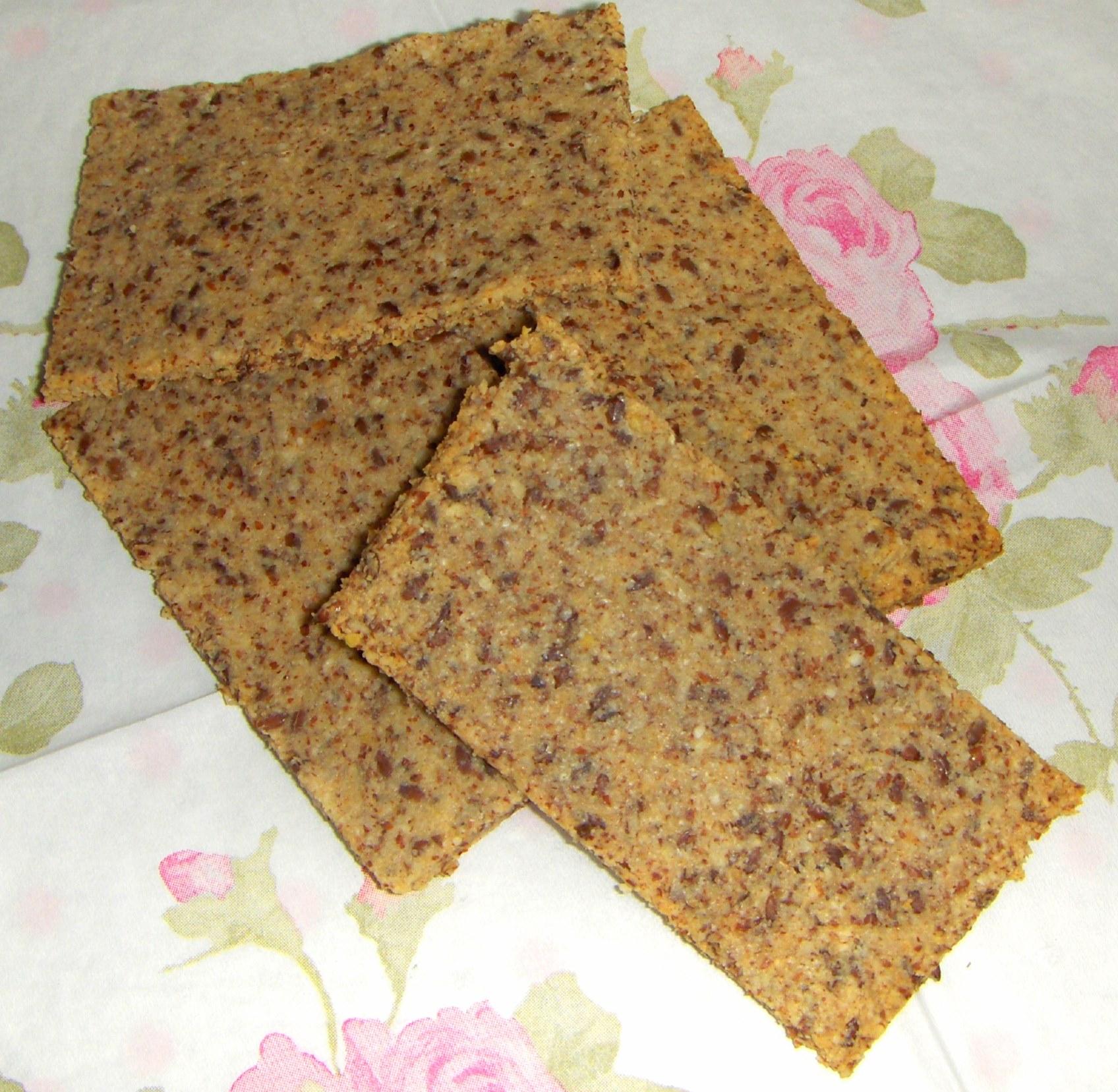 Nøddeknækbrød – duftende brød
