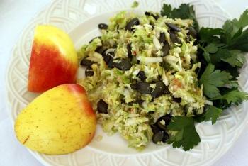 Rosenkål salat med æbler og tørrede tranebær –  af Anette Harbech Olesen