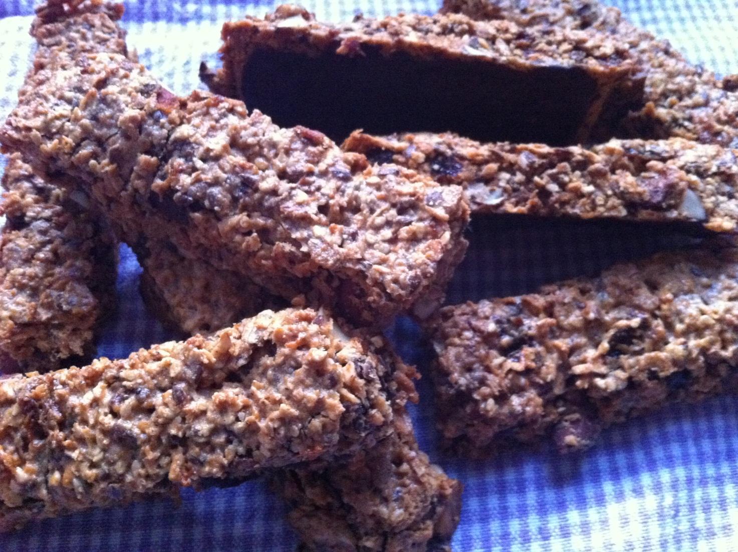 Müslibarer med kokos og mørk chokolade – af Ida Lysdahl Fahrenholtz