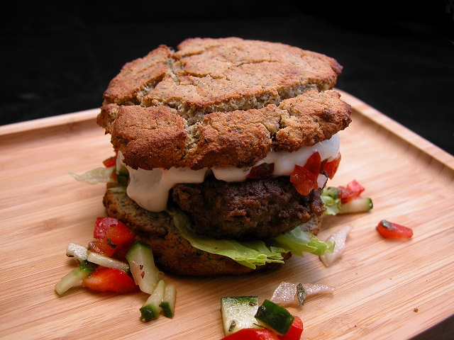 LCHF Lammeburger med krydder-mayonnaise.