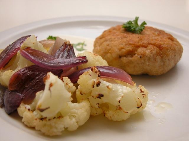 Fiskekarbonader med bagte rødder og citron – Fra Årstiderne