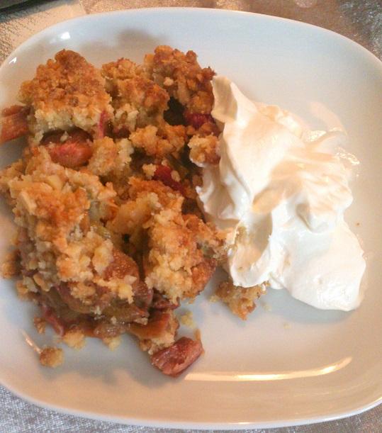 Rabarbertærte med marcipan – af Rikke Andersen.