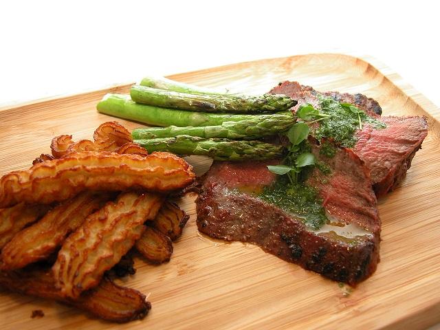 Flat iron steak med blomkålsfritter – LCHF