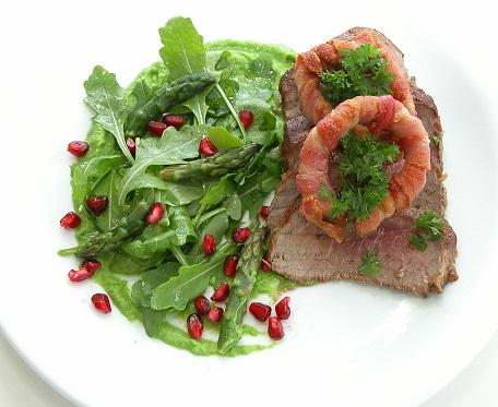 Ribeye med ærtepuré og bacon ringe