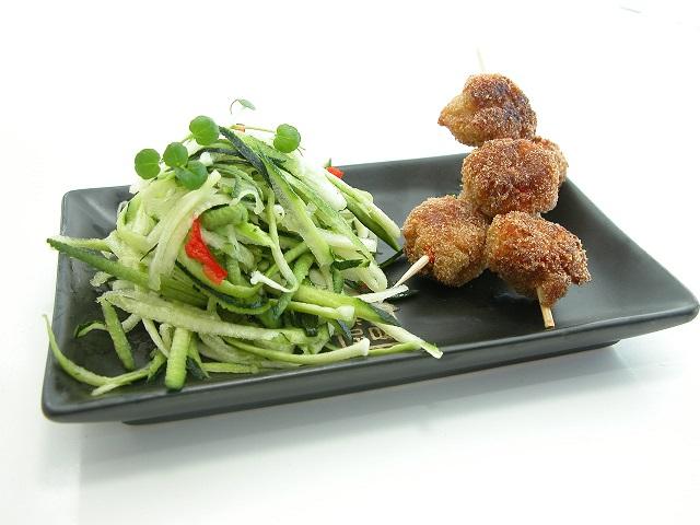 Asiatiske fiskespyd med squashspaghetti