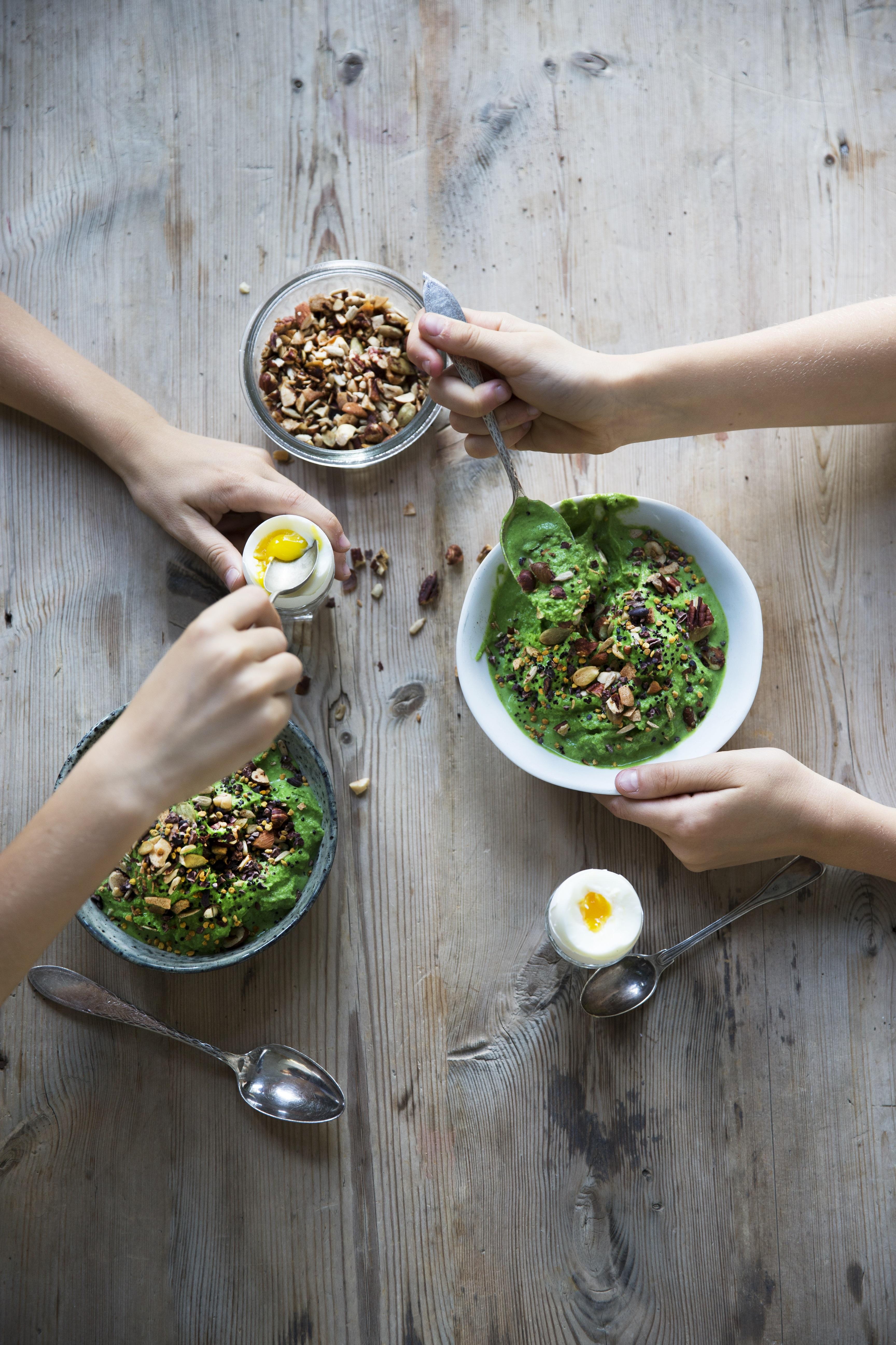 """GRØN IS med broccoli, spinat og mynte. Fra bogen """"Madglad"""""""