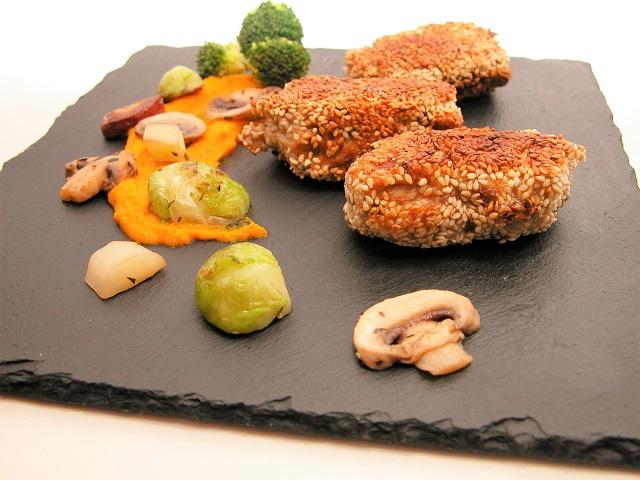 Svampefyldte kyllingedeller med gulerodscreme