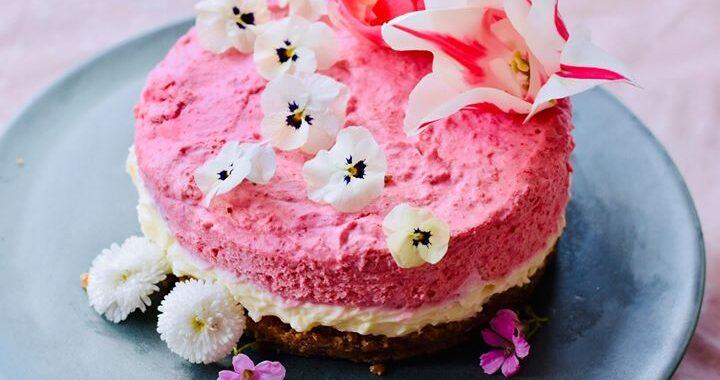 Hindbærcheesecake på nøddebund – en opskrift af Maria Dior